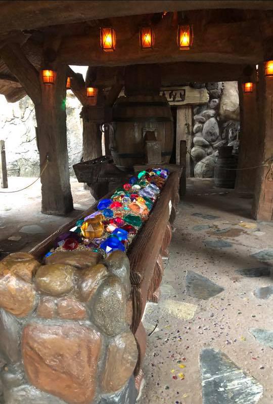 seven dwarfs queue gems