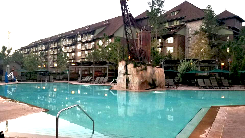 Zero entry villa pool