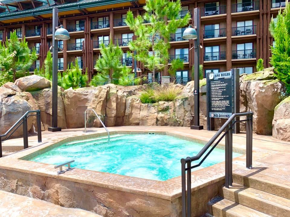 Hot tub at Boulder Ridge Pool