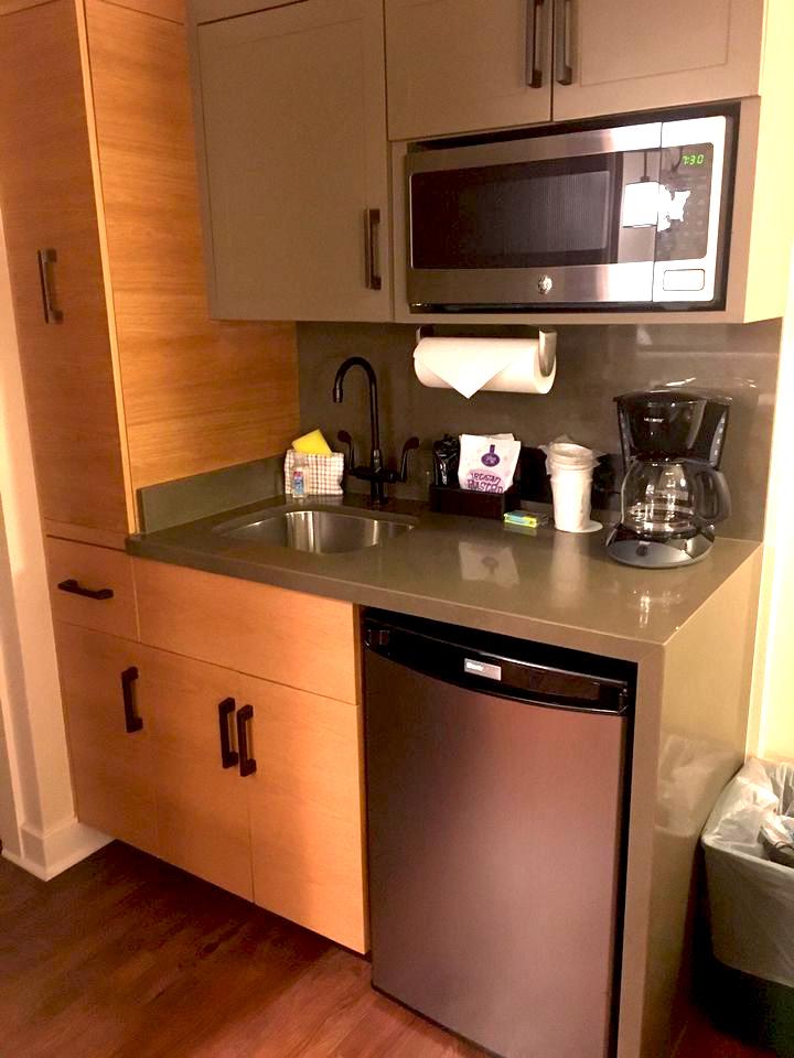 Copper Springs Resort Deluxe Studio kitchen (photo by Mike Burnett)