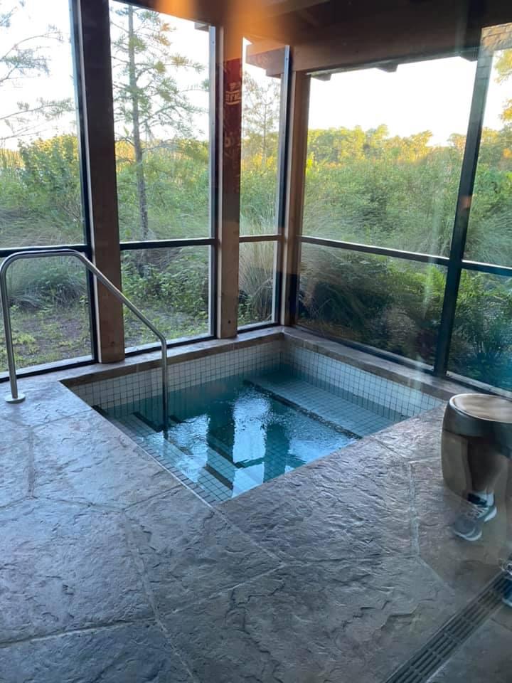 Hot tub in Copper Creek Cabin
