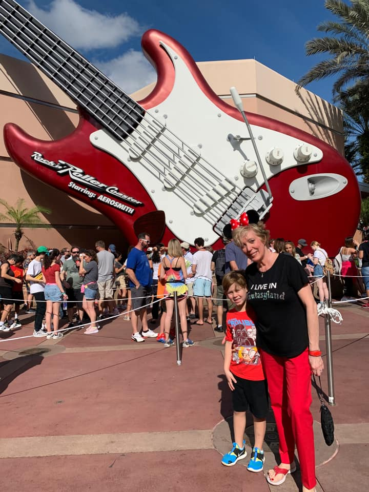 Rock n Roller Coaster outdoors queue under sun (photo by Joanne Bruno)