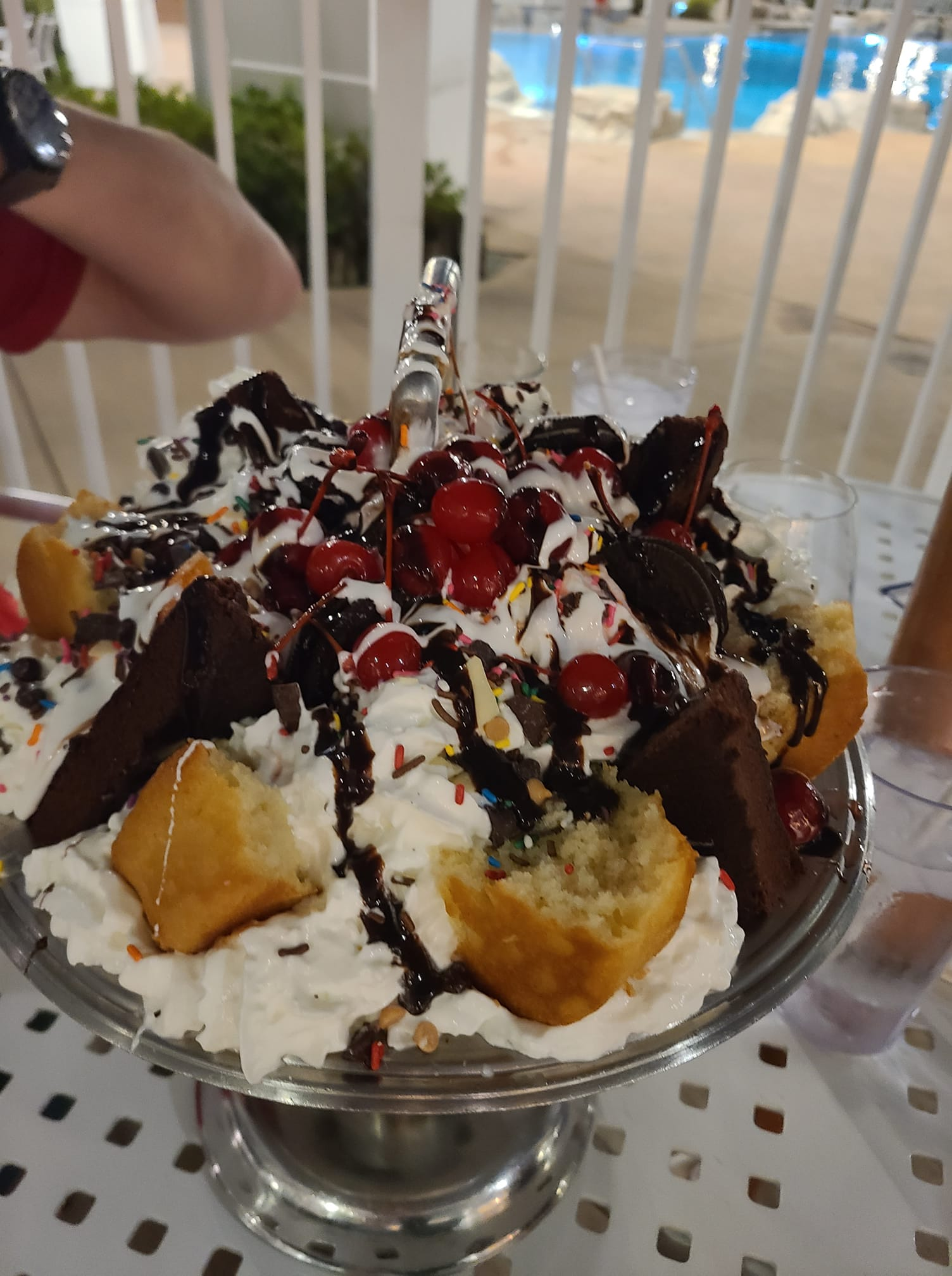 Beaches and Cream restaurant: The Kitchen Sink Ice Cream Sundae